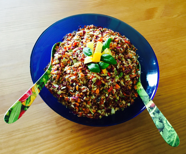 Rainbow Coleslaw (bunter Rohkost-Salat) mit veganer Mayonnaise