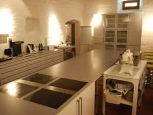 commercial kitchen to rent food